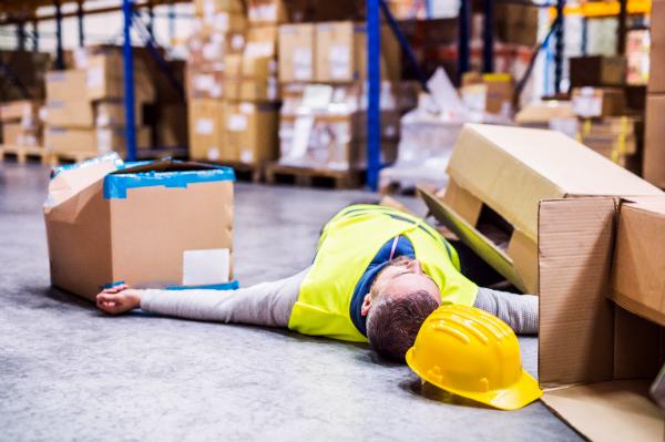 Im Lager herrscht ein hohes Risiko für Arbeitsverletzungen