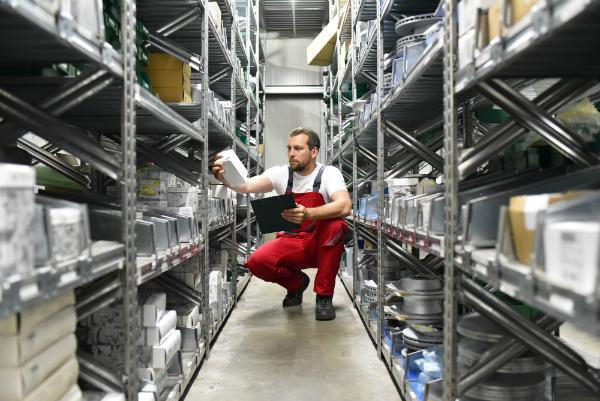 Mitarbeiter Warenlager