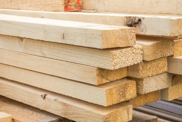 Beim Lagern von Holz sollte die Luftfeuchtigkeit beachtet werden