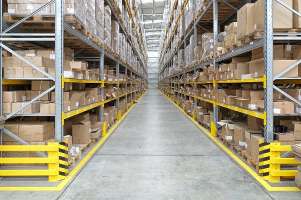 Anfahrschutz fuer Regale im Warenlager